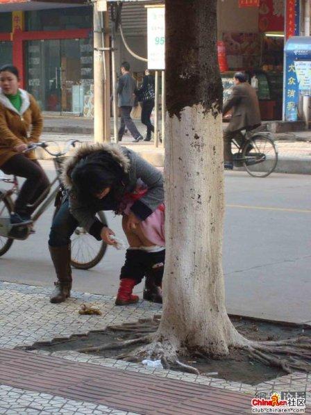 china poop in public.jpg